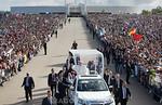 12.05.2017 - Portugal - Fatima : Papst Franziskus w�hrend seinem zweit�gigen Fatima - Besuch in Portugal - Zum 100. Jahrestag der ersten Marienerscheinung spricht er in dem Wallfahrtsort z ...